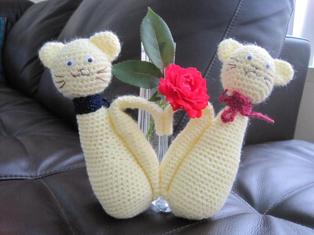 Crochet Cats in Love - pastel yellow - CC1