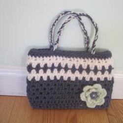 Crocheted purse/handbag -small - gray/white (P14)